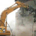 Abusi edilizi, sindaco firma accordo da mezzo milione per le ruspe