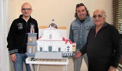 Il modellino della Basilica posizionato sul carro è realizzato da Luigi Ascione