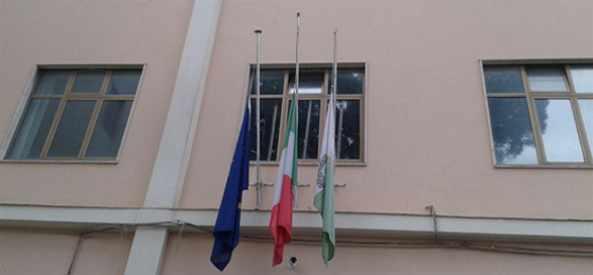 Giornata della memoria, bandiere a mezz'asta
