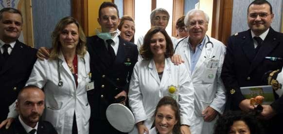 Guardia Costiera fa visita ai bambini al reparto di oncologia pediatrica