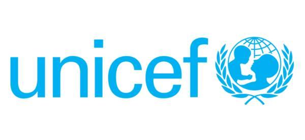 """Banchetto dell'Unicef per partecipare alla gara di solidarietà """"Adotta una Pigotta"""""""