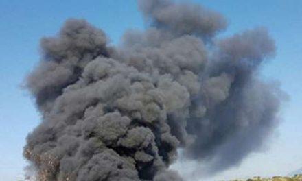 Vasto incendio in un deposito in zona Leopardi