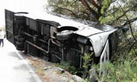 Si ribalta autobus di cinesi sul Vesuvio