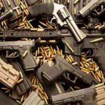 Armi e droga a Napoli, anche una pistola-telefonino