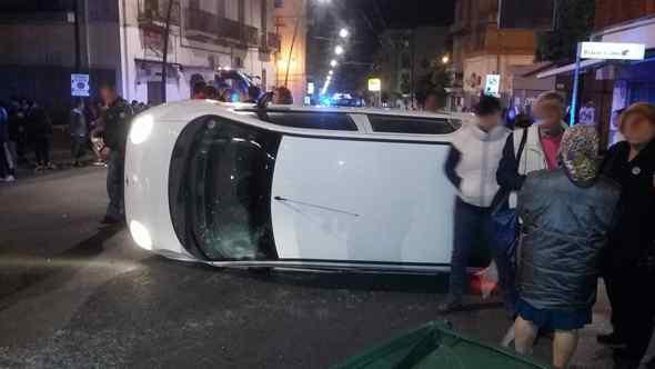 Automobilista investe una ragazzina e perde il controllo dell'auto