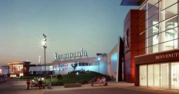 Paura attentato al centro commerciale Campania