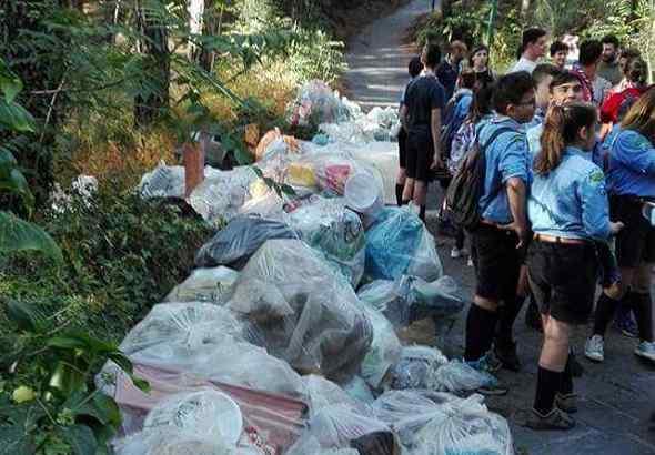 P.P.P Mission: anche stranieri tra i volontari che hanno pulito il Vesuvio dopo lo scempio di Pasquetta