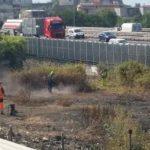 Dopo l'incendio l'autostrada pulisce e il Comune sparisce