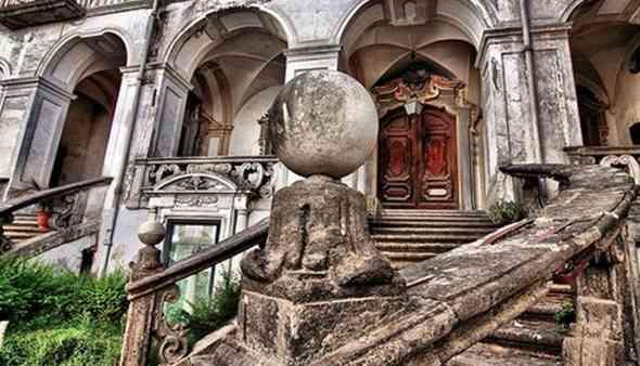 Appuntamenti: Monastero delle Trentatrè, Il poggio delle Mortelle, La chiesa di Gesù e Maria e l'acquedotto…in hotel, da calata San Francesco a piazza Amedeo