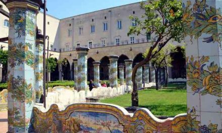 Appuntamenti: Santa Chiara: chiesa, chiostro, museo e terme / Passeggiata fuori le mura: Materdei e la Costagliola
