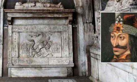 Santa Maria la Nova e la tomba di Dracula 🗓