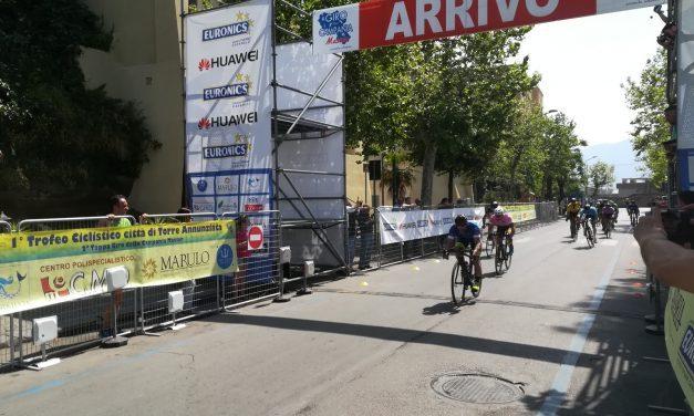 Ciclismo, Rino Zampilli vince il primo trofeo Città di Torre Annunziata