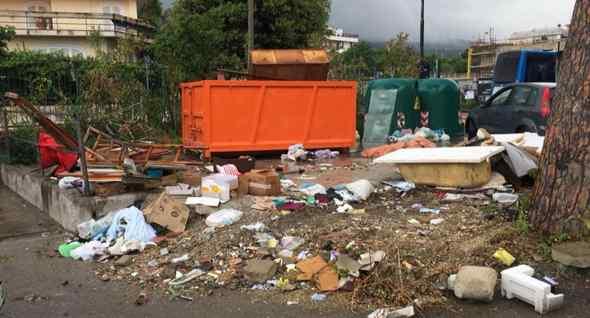 Emergenza rifiuti, la protesta parte dal web