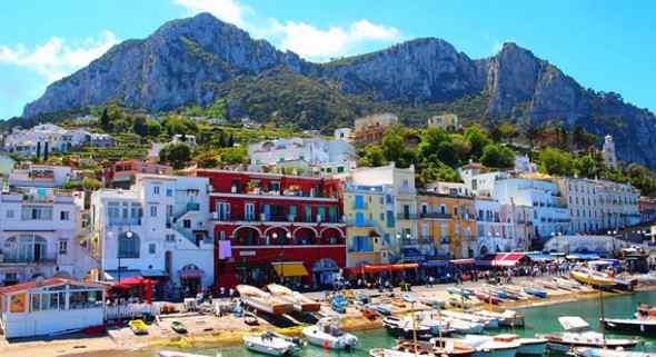Coppia di turisti tedeschi derubano un napoletano a Capri