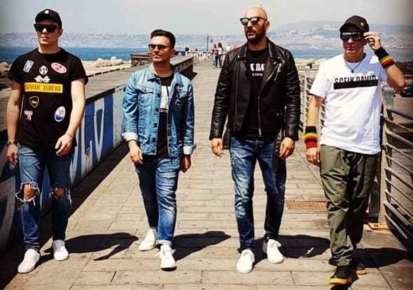 I Decibel regalano una canzone alla squadra ed alla città di Napoli