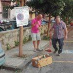 Città sporca, i cittadini si sostituiscono agli spazzini. Giusto pagare la tassa?