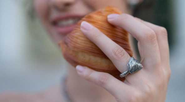 """""""L'oro di Napoli"""": l'artigianato incontra la cultura gastronomica nei gioielli di Flavio Toro"""
