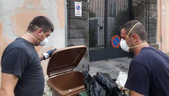 Task-force sulla differenziata a Ercolano, controlli sui sacchetti: raffica di multe