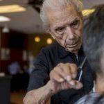 E' nato vicino Napoli il barbiere più vecchio del mondo: ha 107 anni