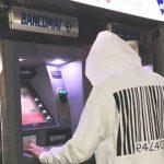 Tentano il furto di un bancomat con una gru