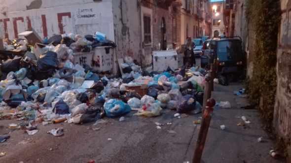 Emergenza rifiuti, Stamattina alle 9 diretta su Canale 5