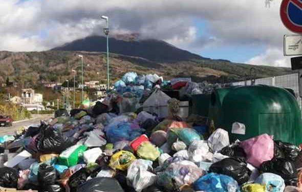 Blocco raccolta rifiuti, il sindaco lancia l'allarme