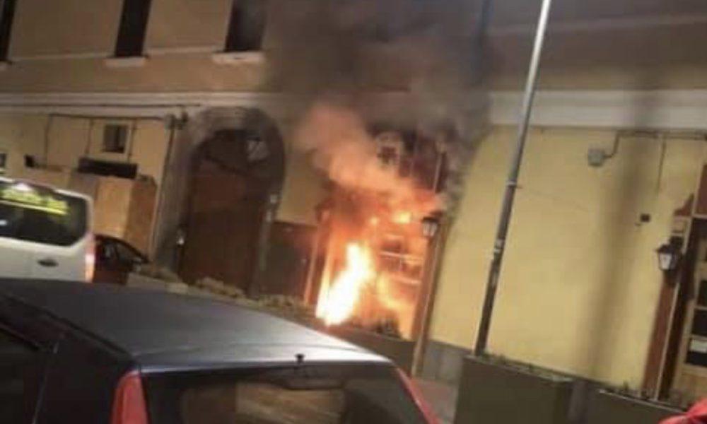 Torre del Greco, bomba contro un noto pub