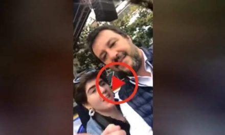 """Selfie-agguato contro Salvini: """"Non siamo più terroni di m***?"""". Lui fa intervenire la digos"""