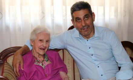 A 104 anni operata per una frattura al femore, torna a camminare