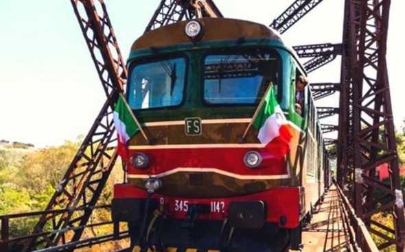 Irpinia Express: in treno storico alla scoperta del buon vino e delle eccellenze locali 🗓