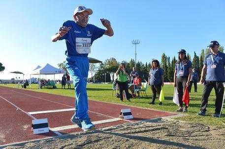 Medaglia d'oro nel salto in lungo a 103 anni