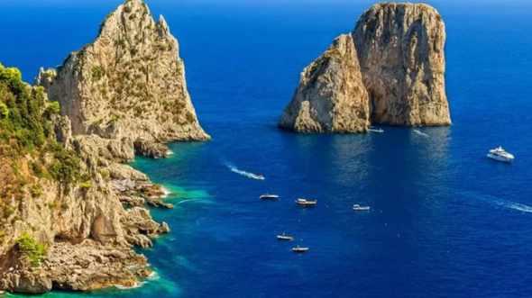 'Sosta selvaggia' ai Faraglioni, controlli carabinieri a Capri