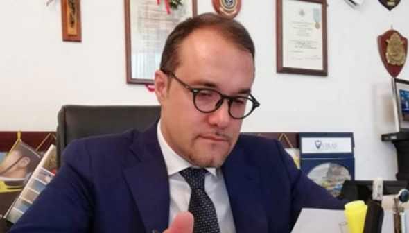 A Castellammare il sindaco Cimmino annuncia il coprifuoco alle 20