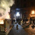 Guerriglia urbana a Napoli contro il governatore De Luca