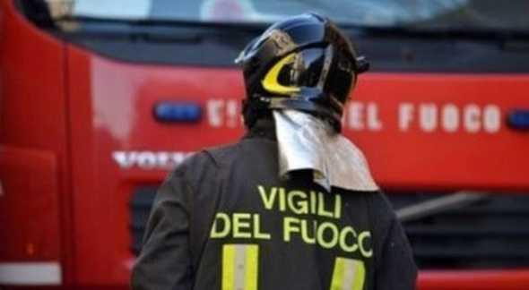 San Giorgio, incendio nei pressi dell'asilo: evaquato