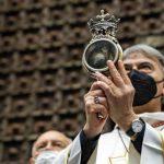 San Gennaro, si è ripetuto il miracolo: il sangue si è sciolto