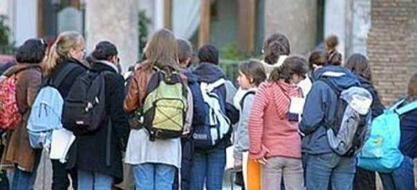 """Covid, in aumento i casi sui bambini – I pediatri: """"Attenzione alla loro psicologia"""""""