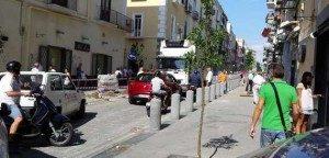 Camion-Scarica-Blocca-Traffico-Via-Roma-201409