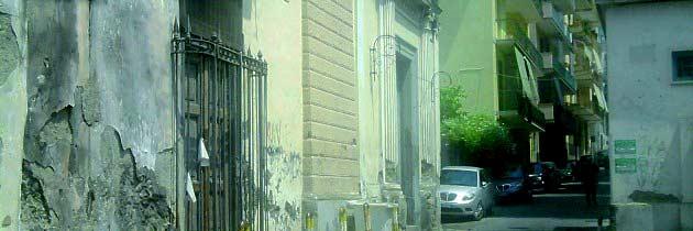 Crollo di calcinacci dalla chiesa di San Raimondo