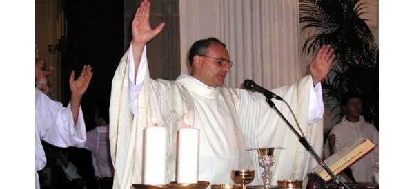 Don Giosuè difende la chiesa, monito ai giovani