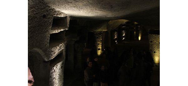 """""""Lux in Tenebris"""" alle Catacombe di San Gennaro"""