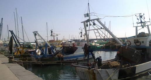 Raid di vandali, danneggiato un peschereccio