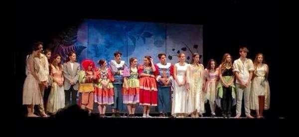 """Successo per la scuola di teatro """"La Bazzarra"""""""