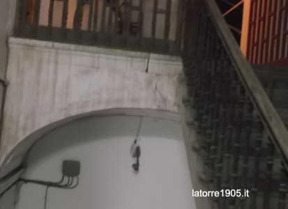 Palazzo pericolante, sgomberate 14 persone