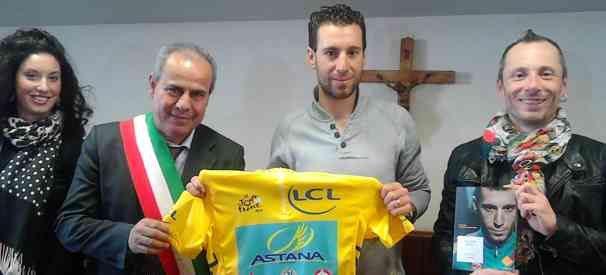 Ciclismo, festa a Torre del Greco per il vincitore dell'ultimo Tour de France Vincenzo Nibali